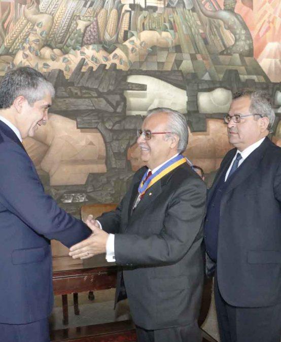 UdeC otorgó título de Profesor Emérito al ex vicerrector Bernabé Rivas