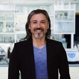 Dr. Víctor Campos R.