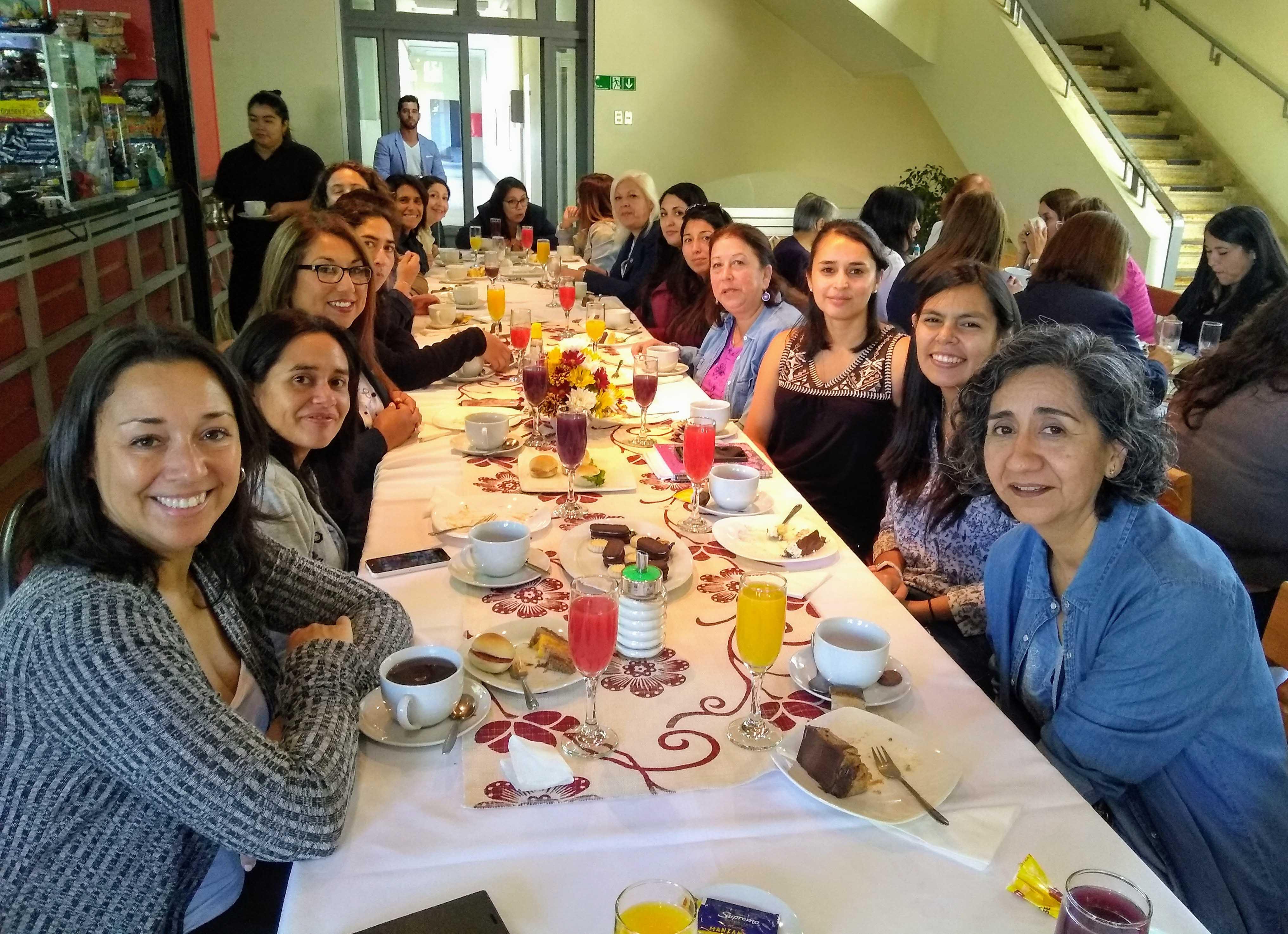 Facultad de Ciencias Químicas sorprende a sus trabajadoras en el Día Internacional de la Mujer
