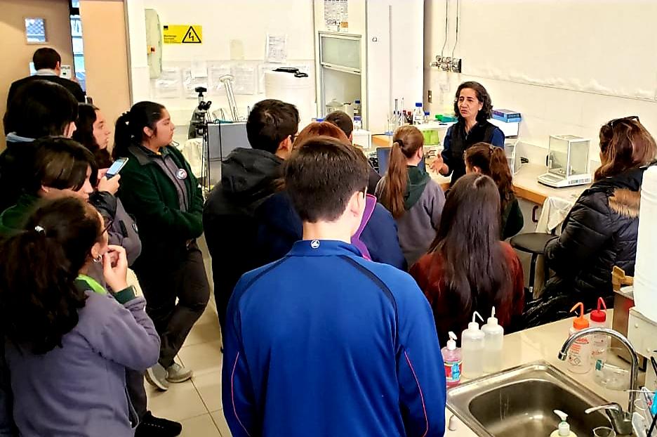 Clubes de investigación explora Biobío visitan laboratorios de la Facultad