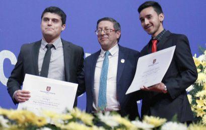 Dos egresados de Ciencias Química son galardonados con el Premio Universidad