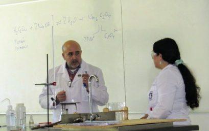 Estudiantes del Liceo María Auxiliadora de Linares visitan la Facultad de Ciencias Químicas