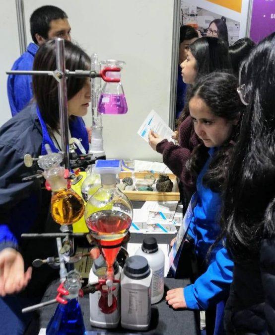 Ciencias Químicas presentó su oferta académica en Feria Puertas Abiertas 2019
