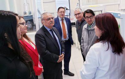 Académicos de Ciencias Químicas ceden equipos instrumentales al Servicio y Asistencia Tecnológica de la Facultad