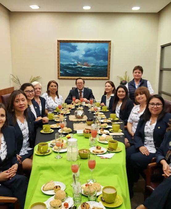Con desayuno de camaradería Ciencias Químicas celebra a sus secretarias