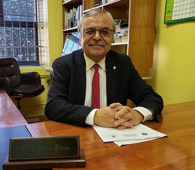 Profesor Emérito Dr. Bernabé L. Rivas cumple 40 años de servicio en la Universidad de Concepción