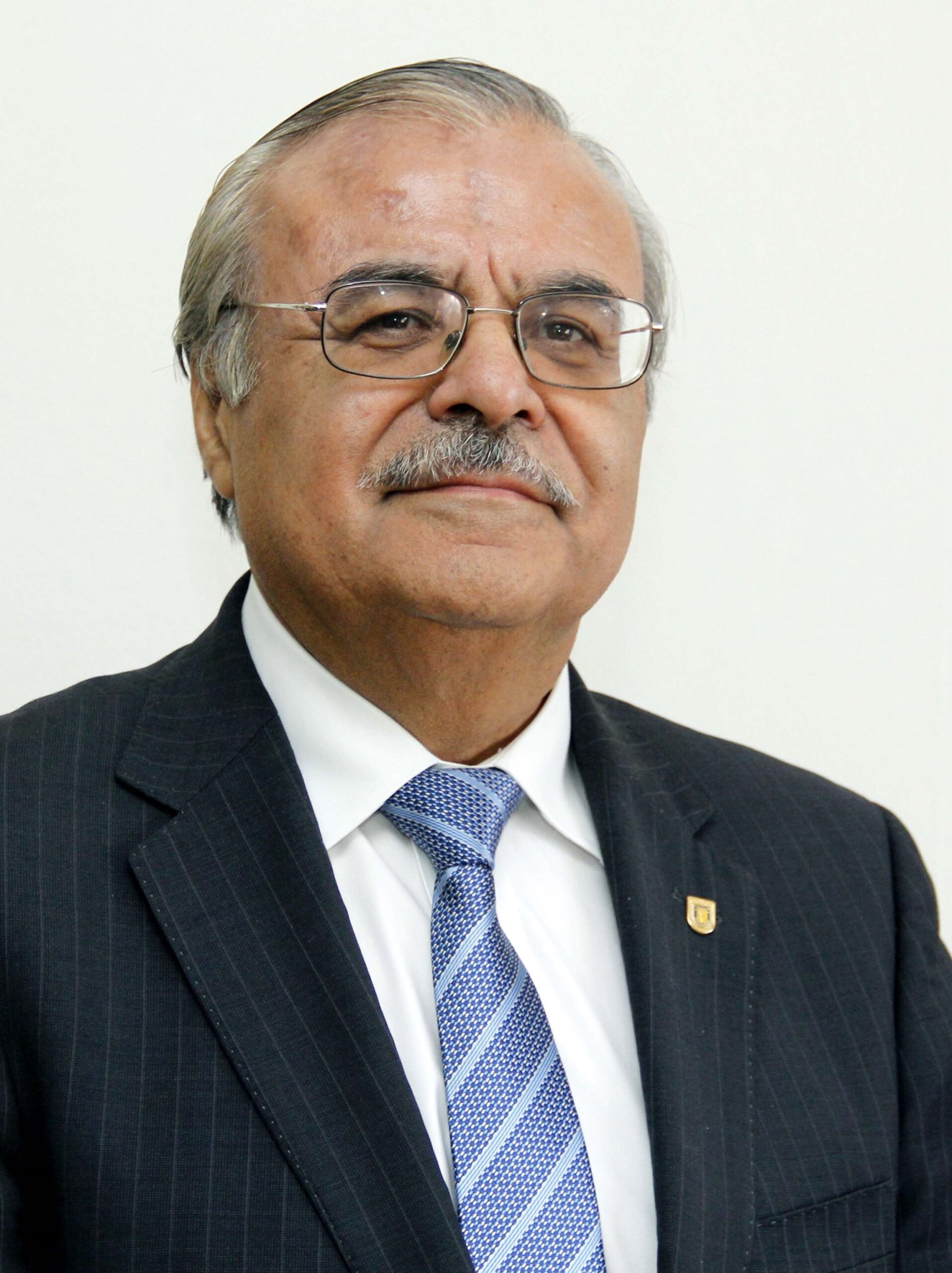 Dr. Bernabé L. Rivas asume como Presidente de la Academia de Profesores Eméritos de la Universidad de Concepción